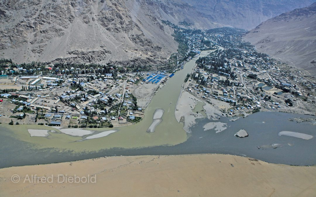The river Panj as a natural boarder